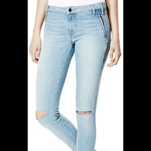 Guess Isabel Light Wash Mid-Rise Skinny Jeans
